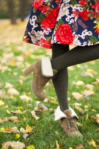 10021416-female-wool-tights-and-autumn-shoes